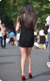 街拍气质紧身短裙美女