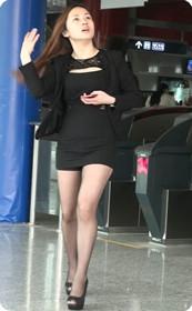 黑色短裙职业装少妇