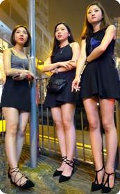 黑裙性感姐妹花