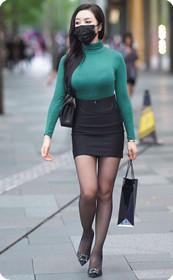 街拍紧身裤少妇,迷人高跟鞋